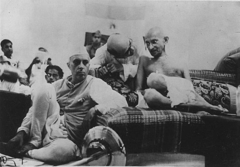 Nehru_with_Gandhi_1942-Churchill